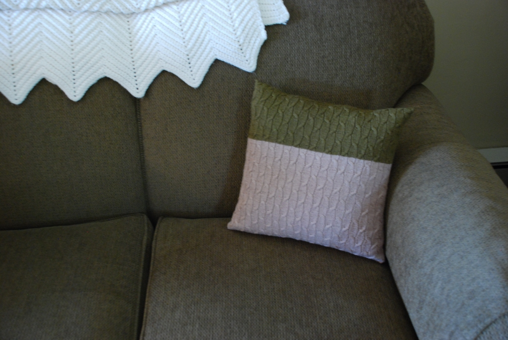 See my Chai Latte Pillow on Ravelry - no login needed!